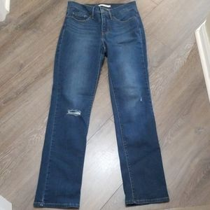 NWOT Levi's 314 shaping straight size 28